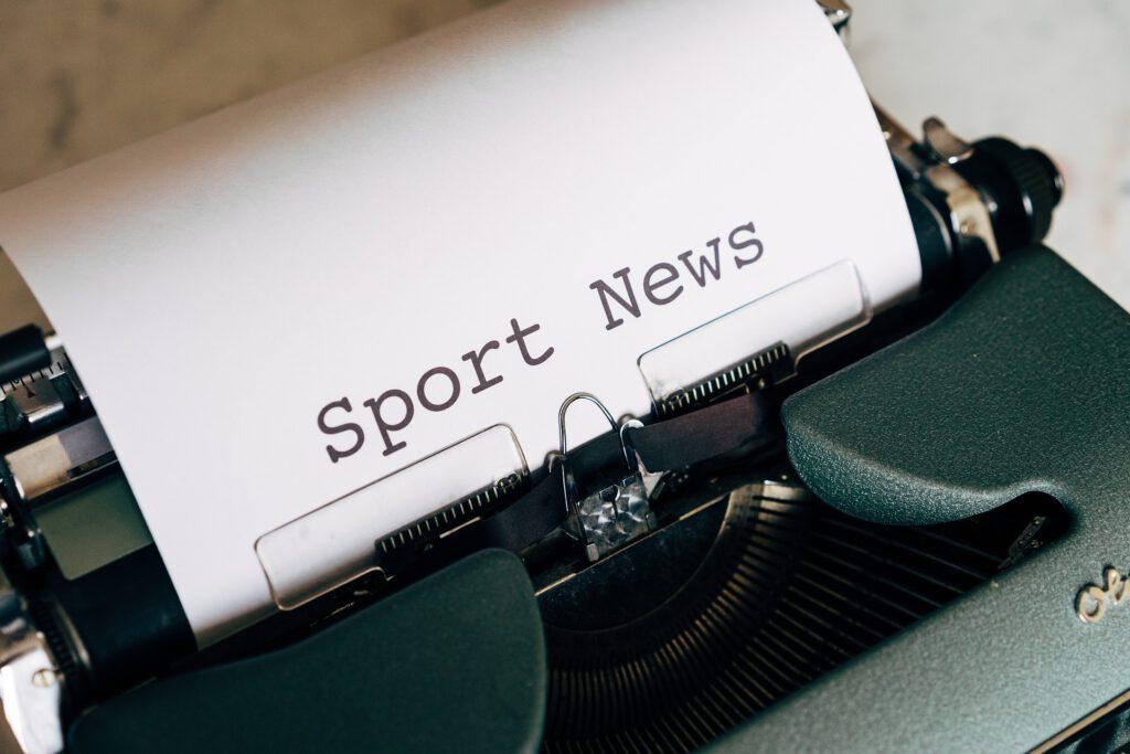 Symbolbild Sport News: Schreibmaschine mit eingespanntem Blatt Papier